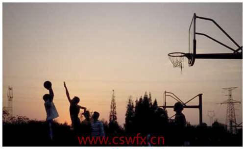 描写篮球场的唯美句子