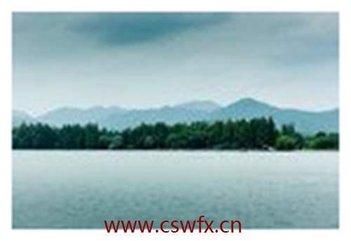 描写西湖的湖面句子
