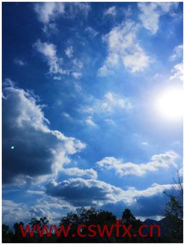 描写早晨的天空的优美的句子